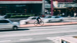 Verkeersongeluk tussen auto en fietser, wie is aansprakelijk?